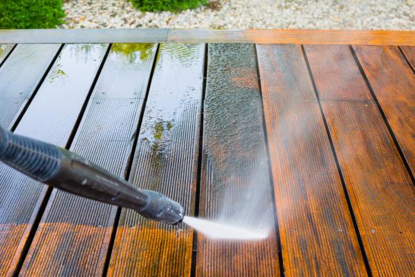 Nettoyer terrasse et véranda avec le nettoyeur haute pression